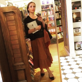 Dora in Bookstore